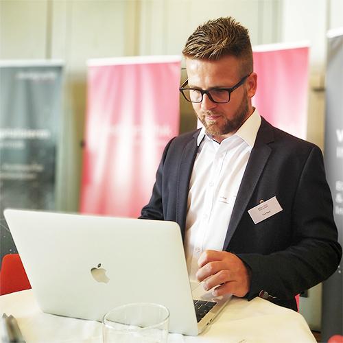 Geschäftsführer Tim Resl beim Kick Marketingforum
